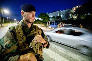 SINT-MAARTEN: Nederlandse mariniers patrouilleren samen met de aanwezige Nederlandse Politie op Sint-Maarten ivm aankomende storm Isaac.